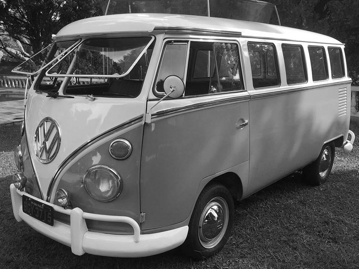 VW Kombi Azul Niágara e Branco 1975