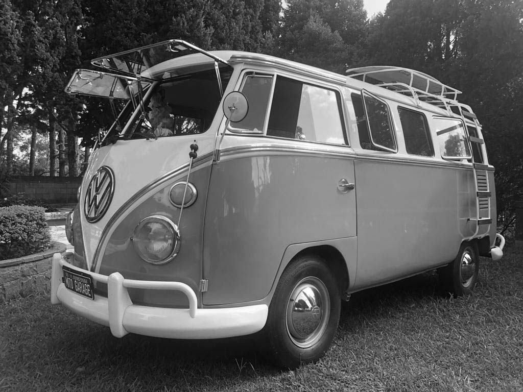 VW Kombi Azul Niágara e Branca 1973