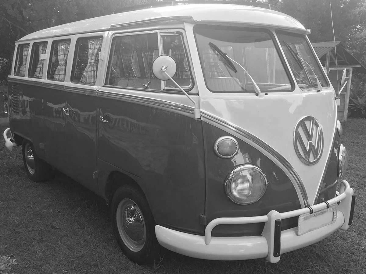 VW Kombi Vermelho Cereja e Branca 1975 SC