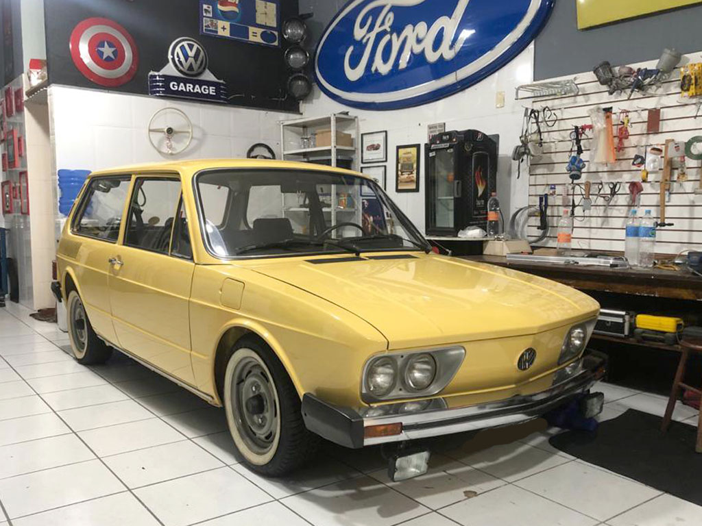 VW Brasilia Amarela 1980