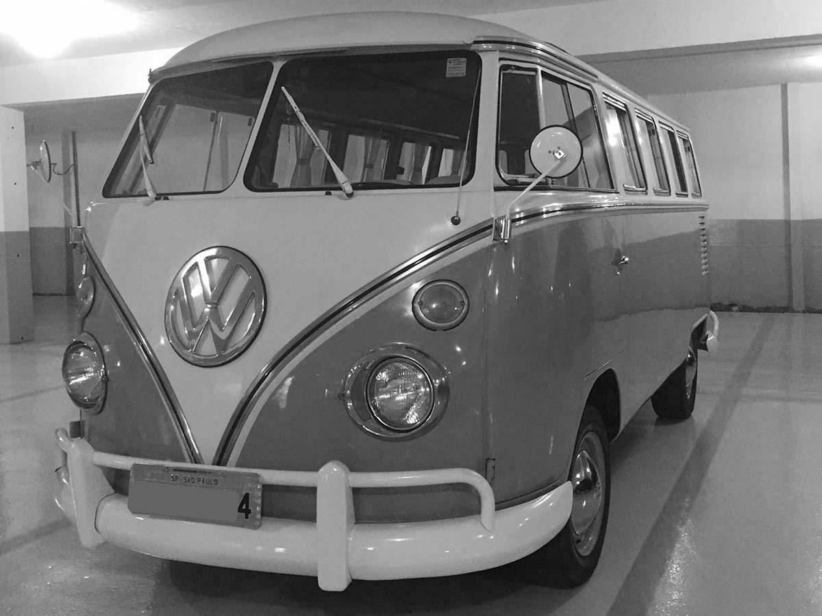 VW Kombi Amarelo Safari e Branca 1974