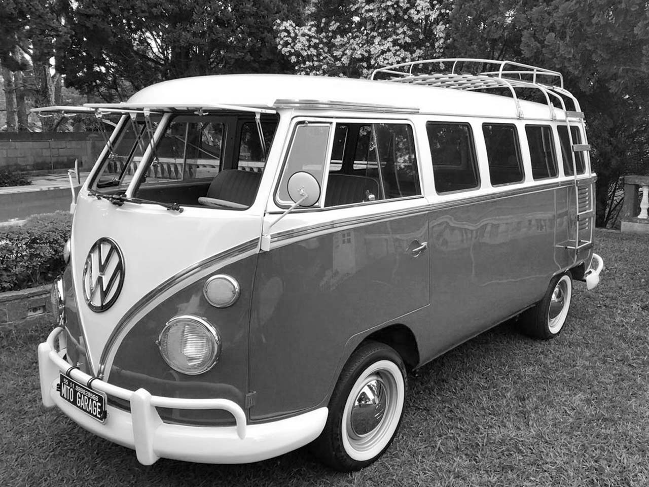 VW Kombi Vermelha e Branca 1974