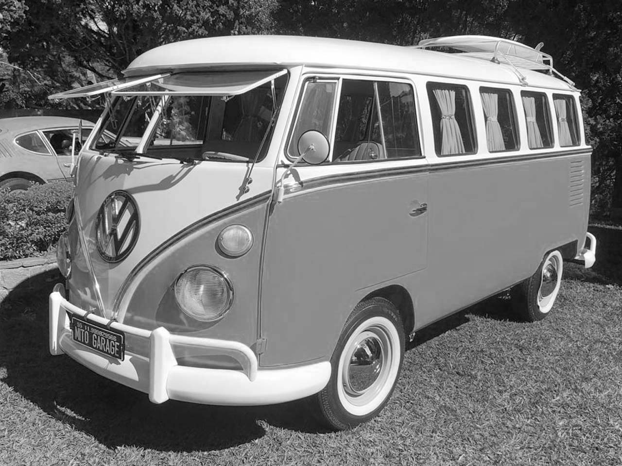 VW Kombi Amarela e Branca 1972