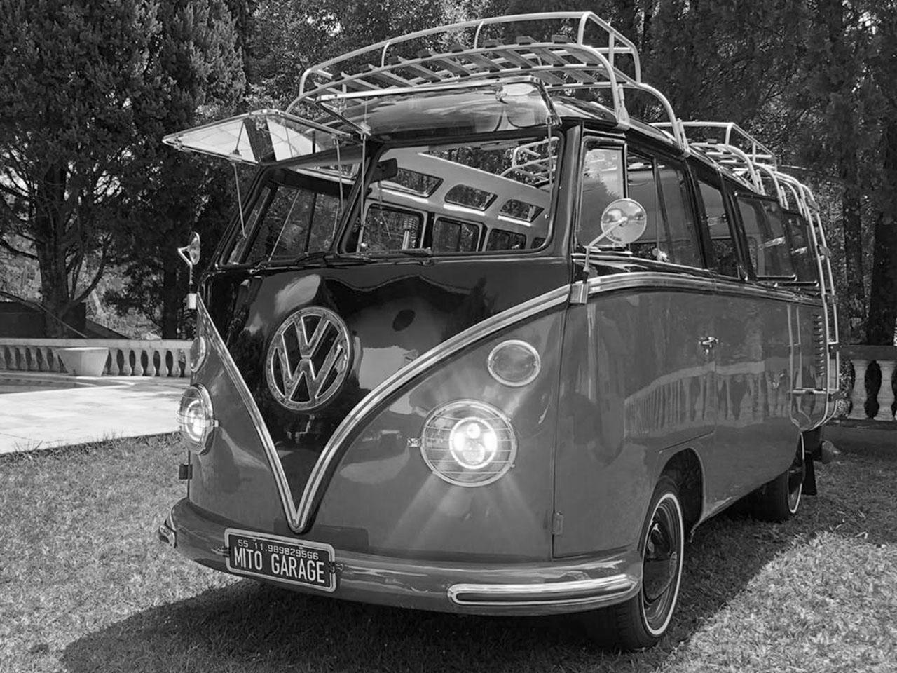 VW Kombi T1 Samba Black Red 1975