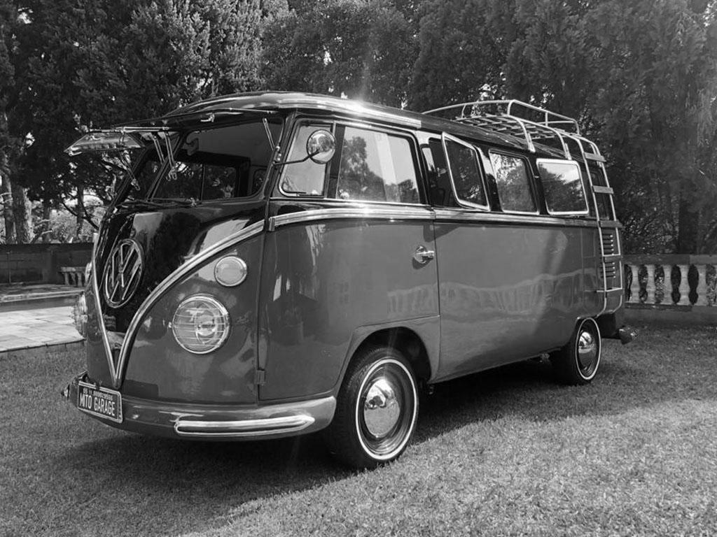 VW Kombi T1 Preta e Cereja 1975