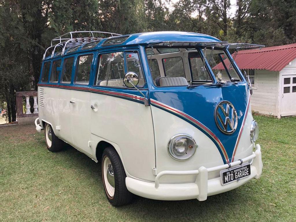 VW Kombi T1 Samba Branca e Azul 1969