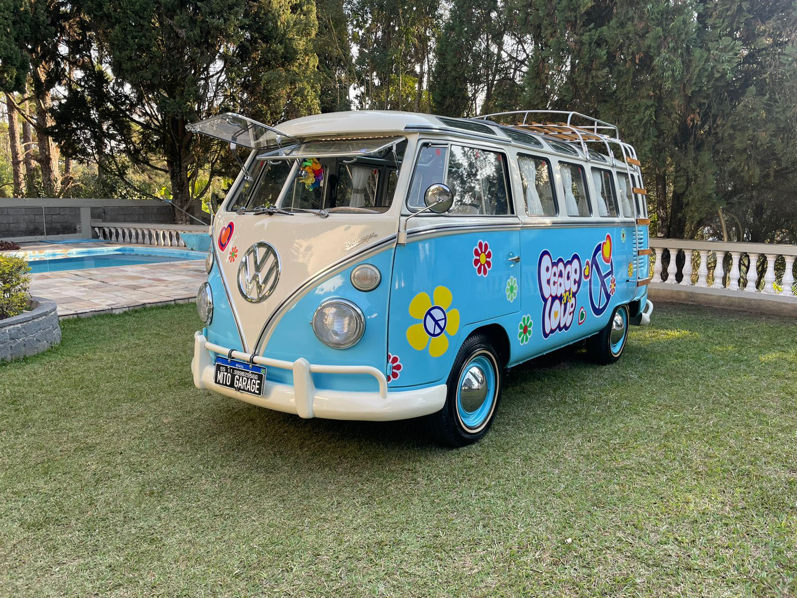 VW Kombi T1 Samba (Réplica) Hippie Style Caiçara Blue and White 1975