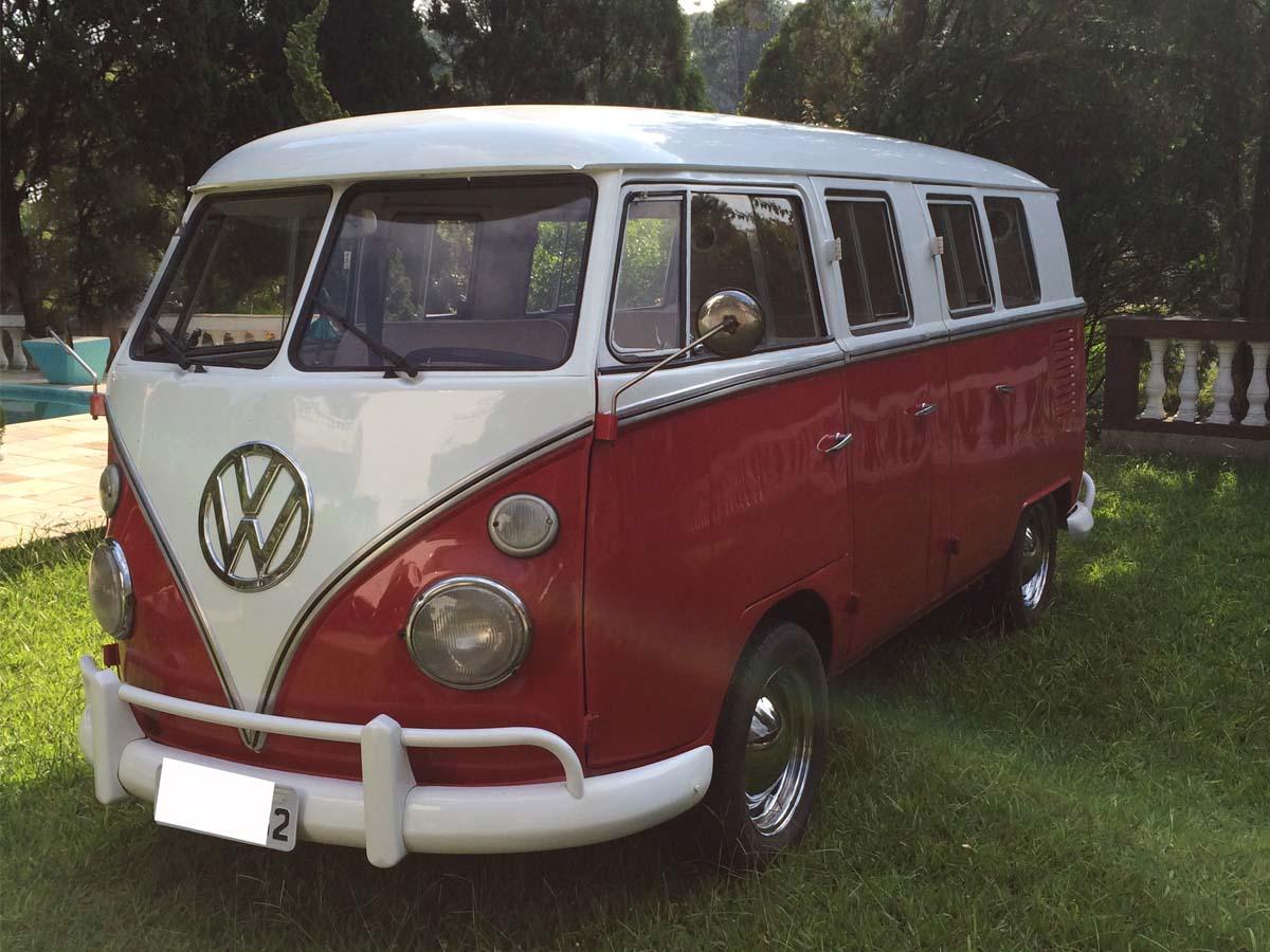 VW Kombi 6 Portas Vermelha Escura e Branco 1974