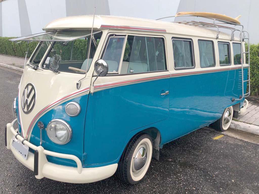 VW Kombi Azul Pavão e Branco 1971