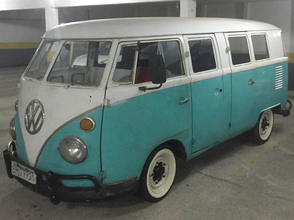 VW Kombi 6 Portas Verde e Branca 1974