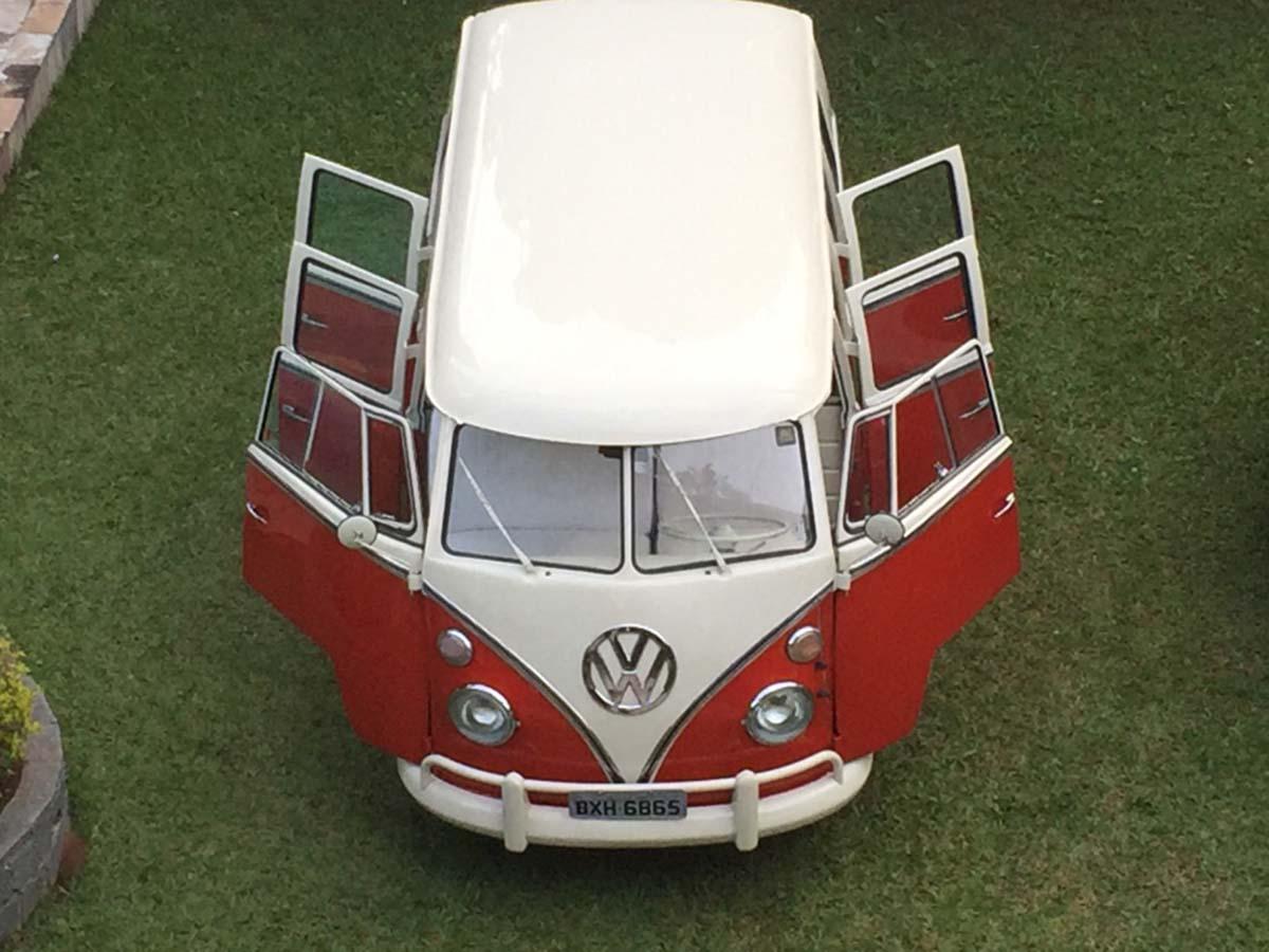 VW Kombi 6 Portas Vermelho Rubi e Branca 1975