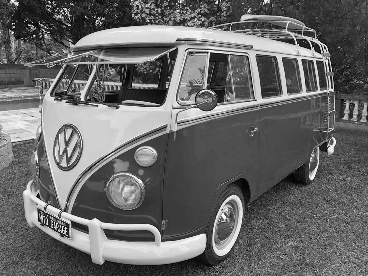 VW Kombi Azul Arara e Branca 1972