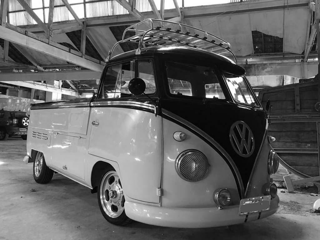 VW Kombi Pick Up T1 Preta e Branca – Custom Alemã – 1970