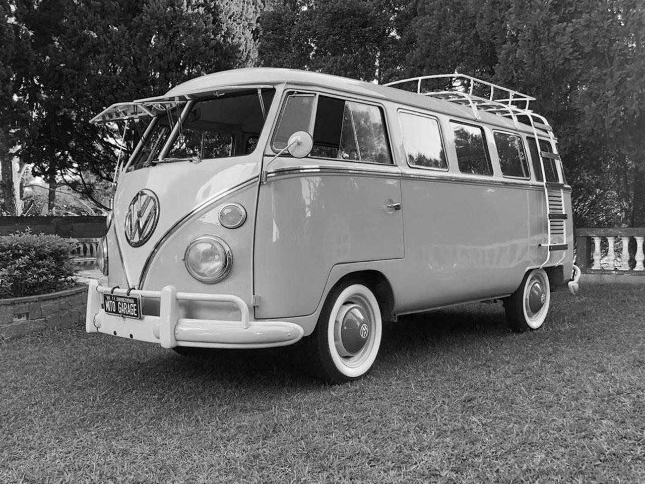 VW Kombi T1 Azul Pastel e Branco 1964