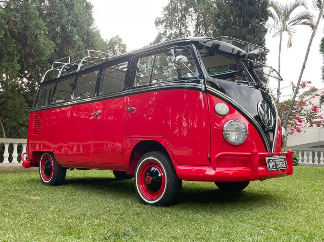 VW Kombi T1 Samba (Réplica) Preta e Vermelha 1974